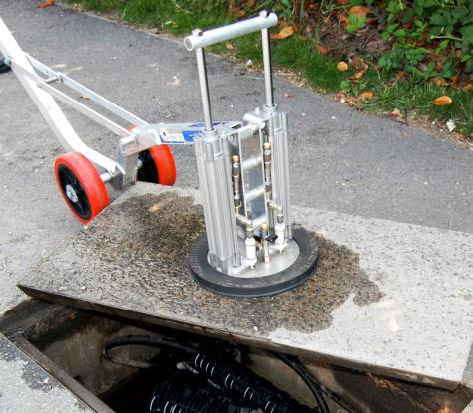 Manhole Buddy VacTec lifting concrete-topped cover