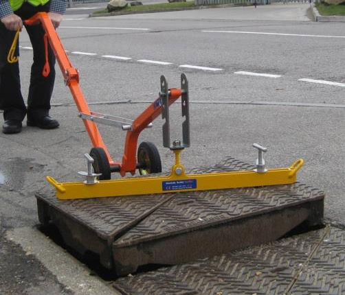 Manhole Buddy KeyTec with the heavy duty steel trolley