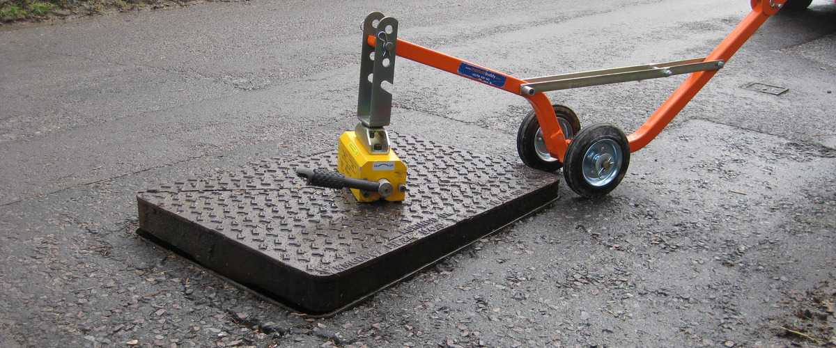 How To Lift A Manhole Cover